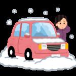 雪で立ち往生の女性