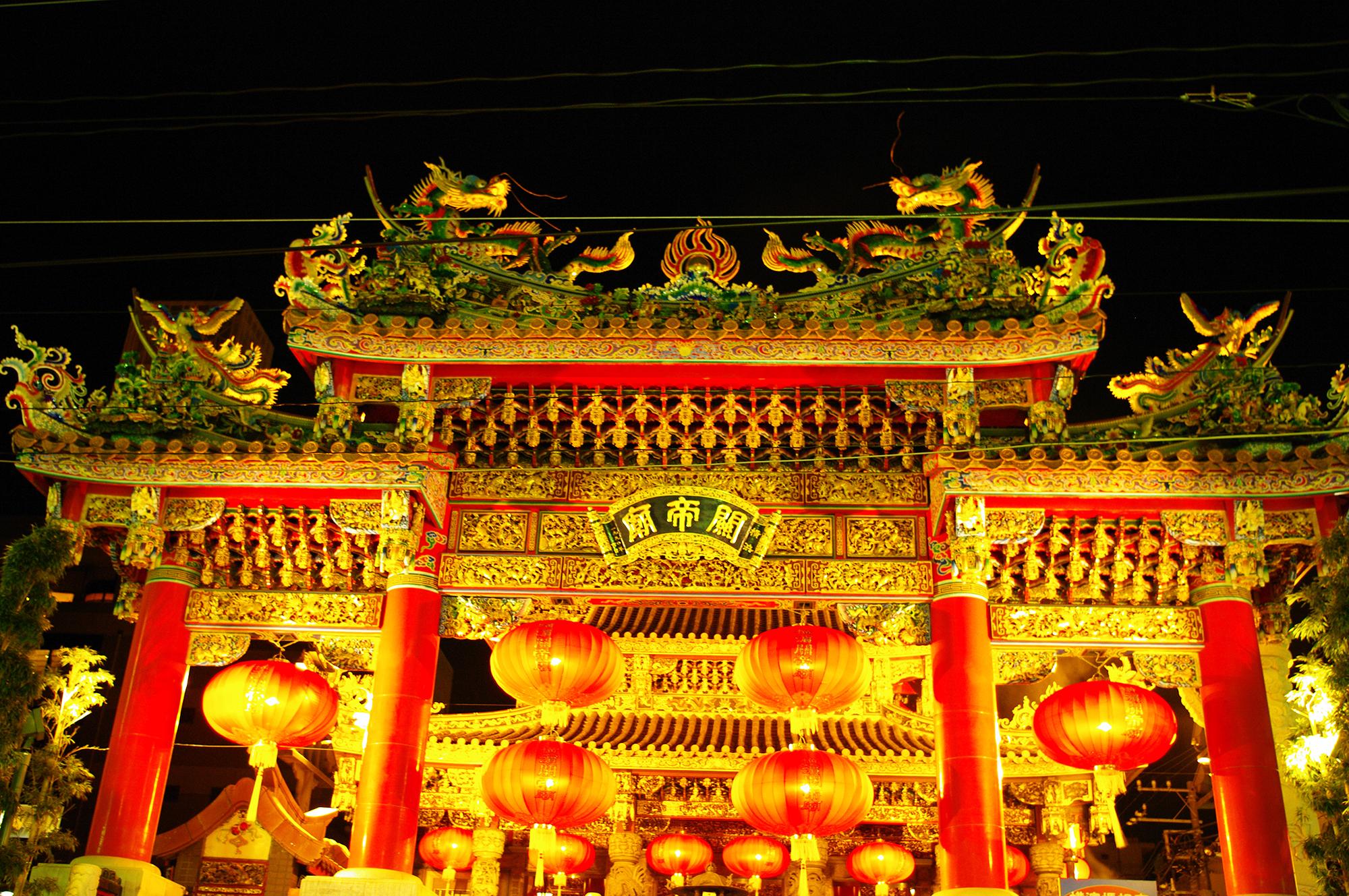 ライトアップの関帝廟